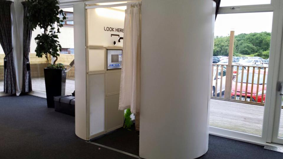 Oval white enclosed Photobooth