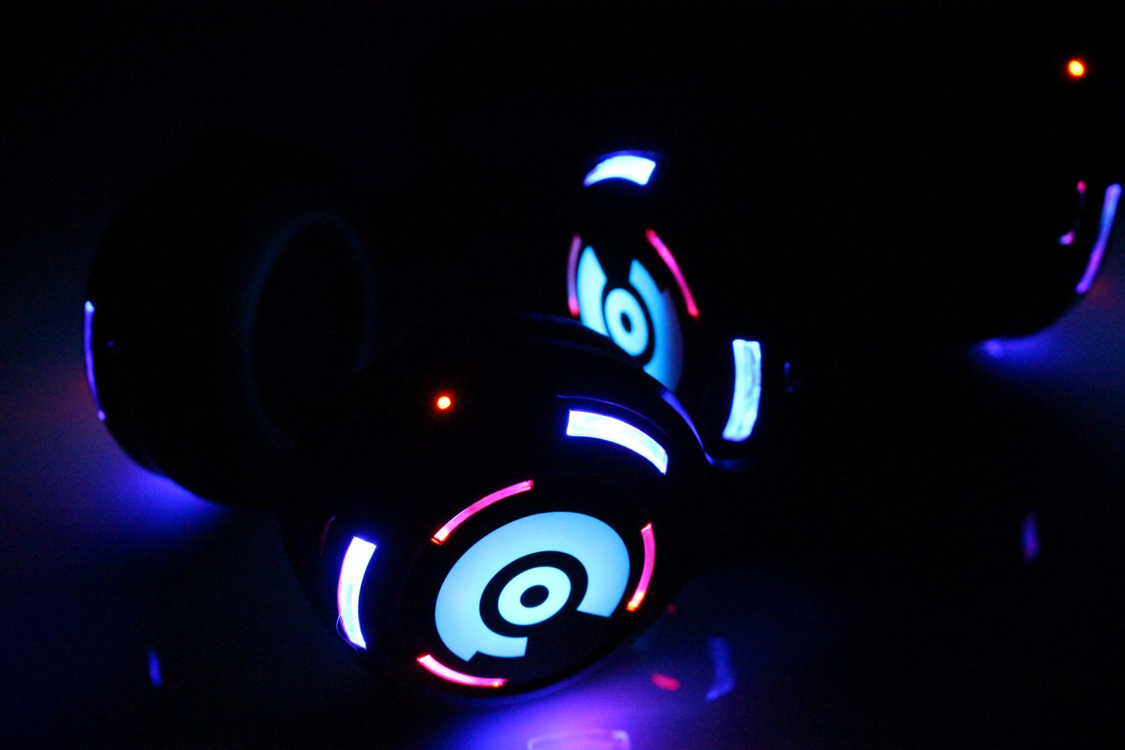 Headphones light up to show channel